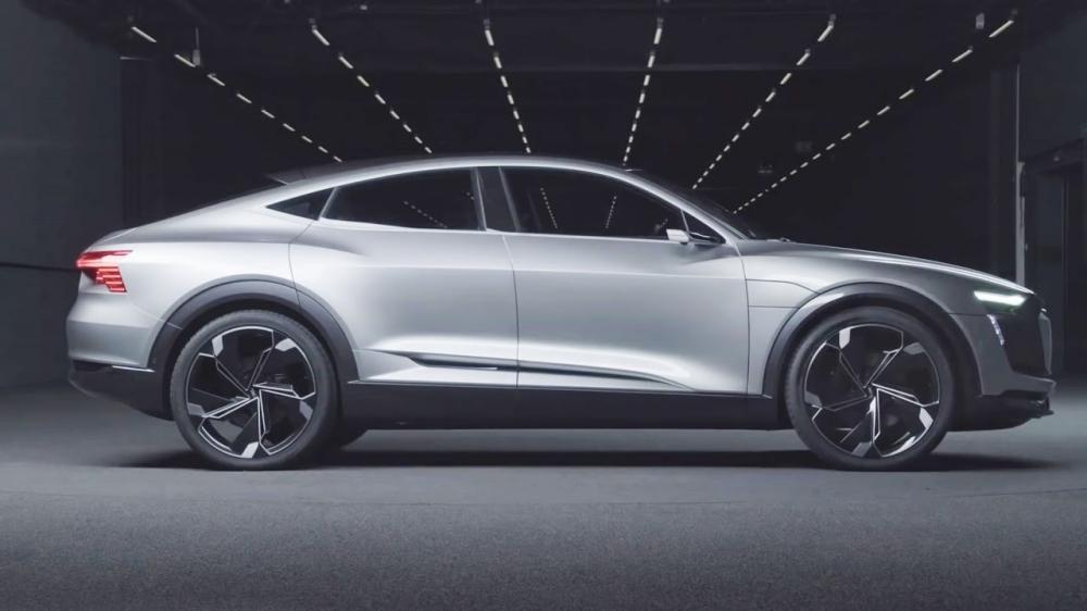 Au-Audi=E-tron=car