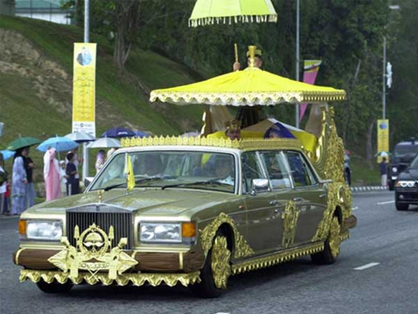 Rolls Royce Silver Spur decorated with gold