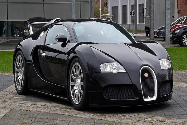 Black-bugatti-Veyron