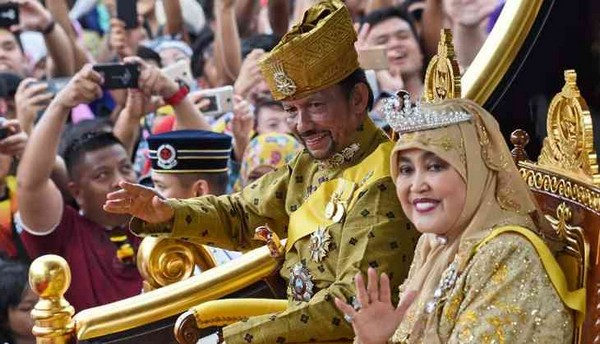 Sultan-of-Brunei-Hassanal-Bolkiah-and-wife