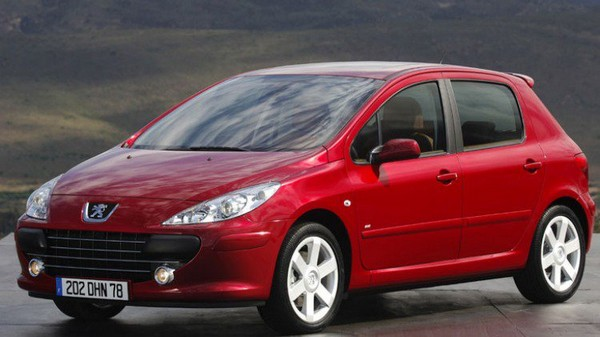 a-red-Peugeot-307