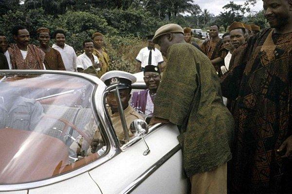 Dr-Nnamdi-Azikiwe-greeting-people