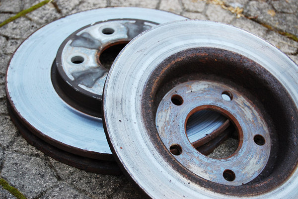 Worn-out-rotor-discs