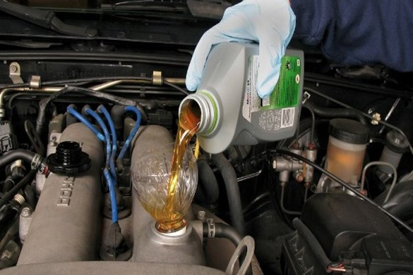 Synthetic-oil.