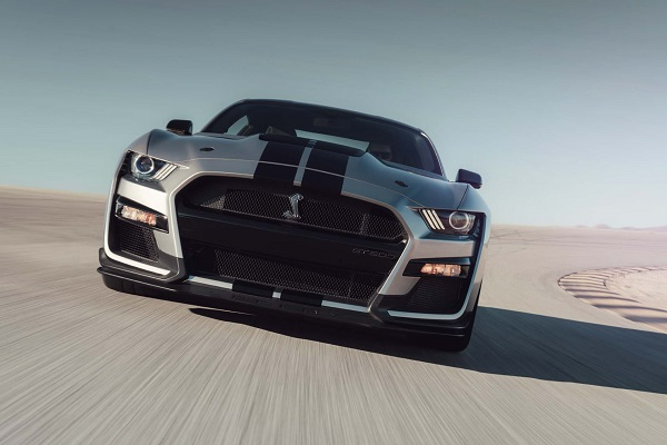 2020-Ford-Mustang-Shelby-GT500-in-motion