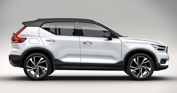 The-side-of-a-Volvo-XC40-all-electric-image