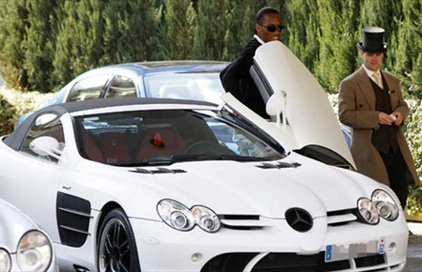 Didier-Drogba-stepping-out-of-his-Mercedes-Benz-SL65-AMG