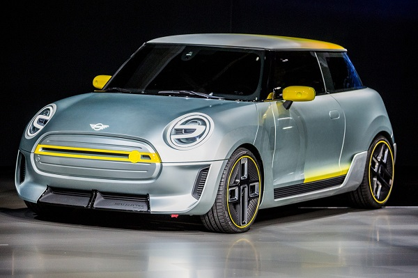 angular-front-of-the-Mini-Electric-2019-EV