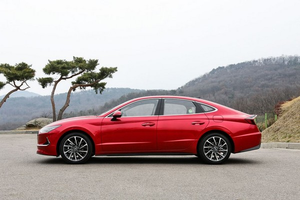 2020-Hyundai-Sonata-sideview