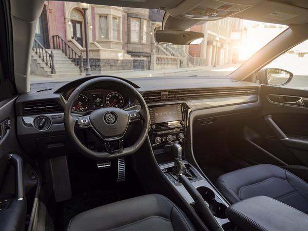 2020-Volkswagen-passat-interior