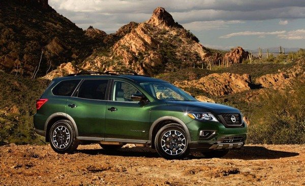 2019-Nissan-Pathfinder-green