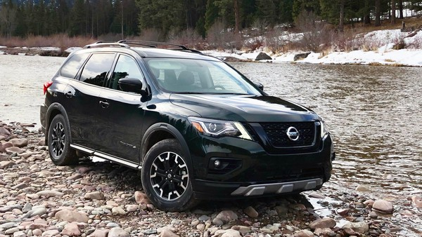 2019-Nissan-Pathfinder-off-road