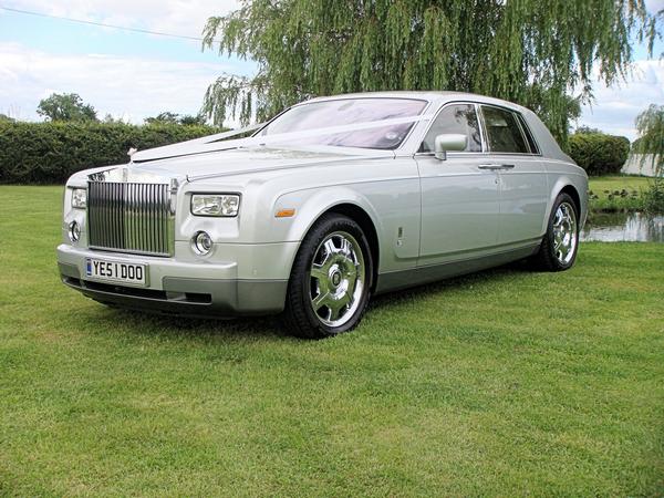 Rolls-Royce-in-an-open-space