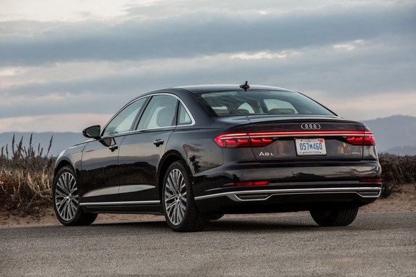 rear-design-of-Audi-A8-L-2019