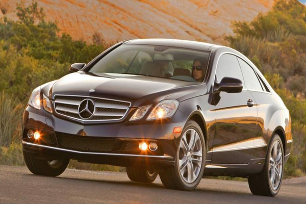 The-E350-with-the-headlamps-on