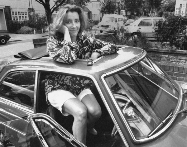 famous-actress-get-through-the-sunroof