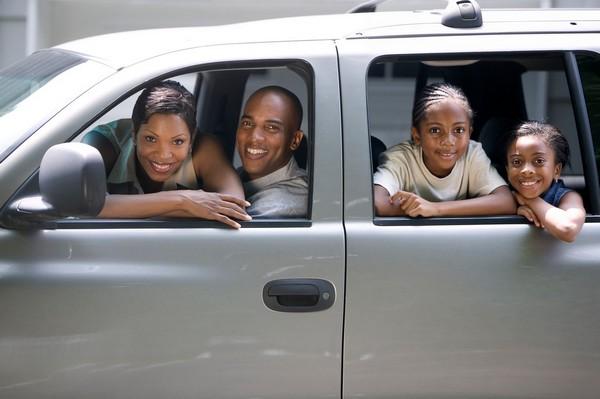 african-family-inside-car