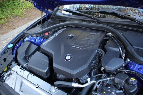 2020-BMW-3-Series-engine