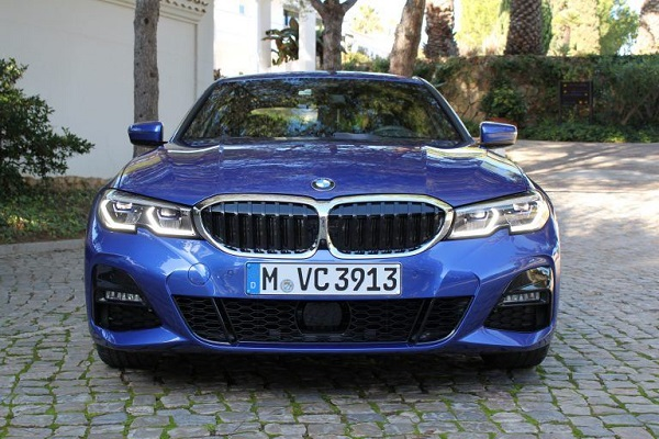 2020-BMW-3-Series-front-view