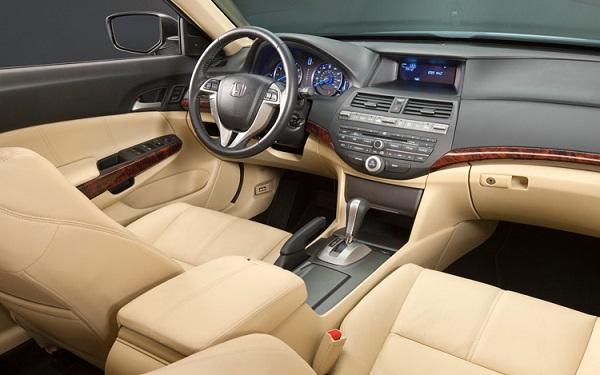 2010-Honda-Accord-cockpit