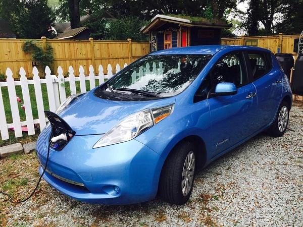 Nissan-Leaf-parked-outside