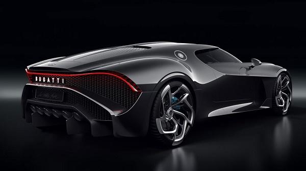 the-rear-of-la-voiture-noire
