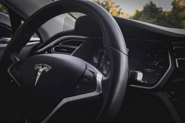 Tesla-Steering-wheel