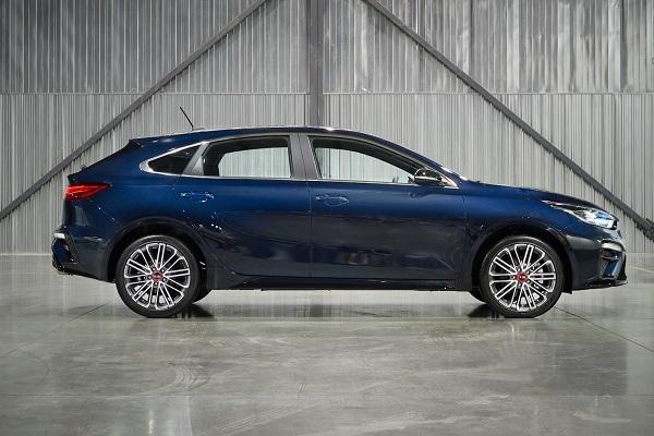 2020-Forte5-sedan