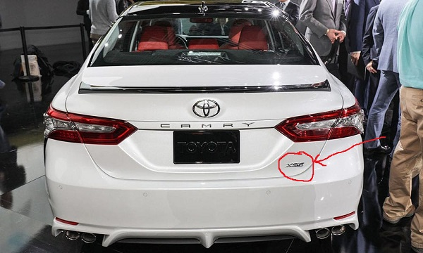 2018-Toyota-Camry-XSE-back-view
