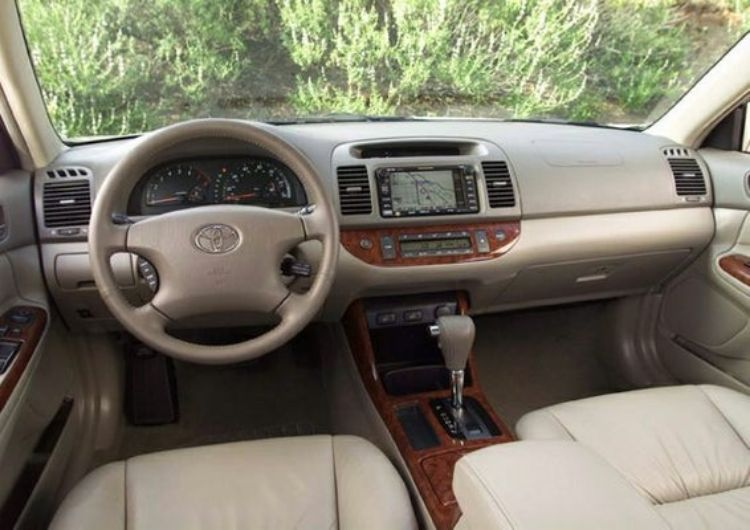 toyota-camry-2004-inside