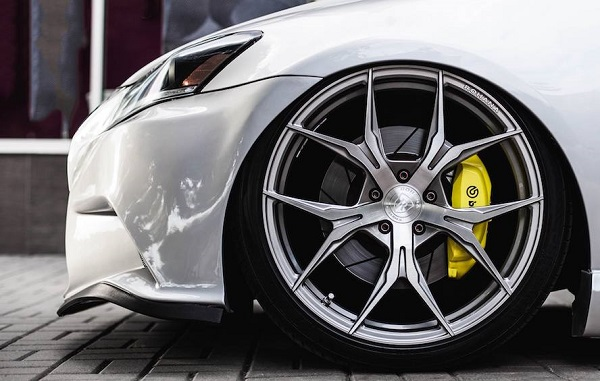 car-showing-tire
