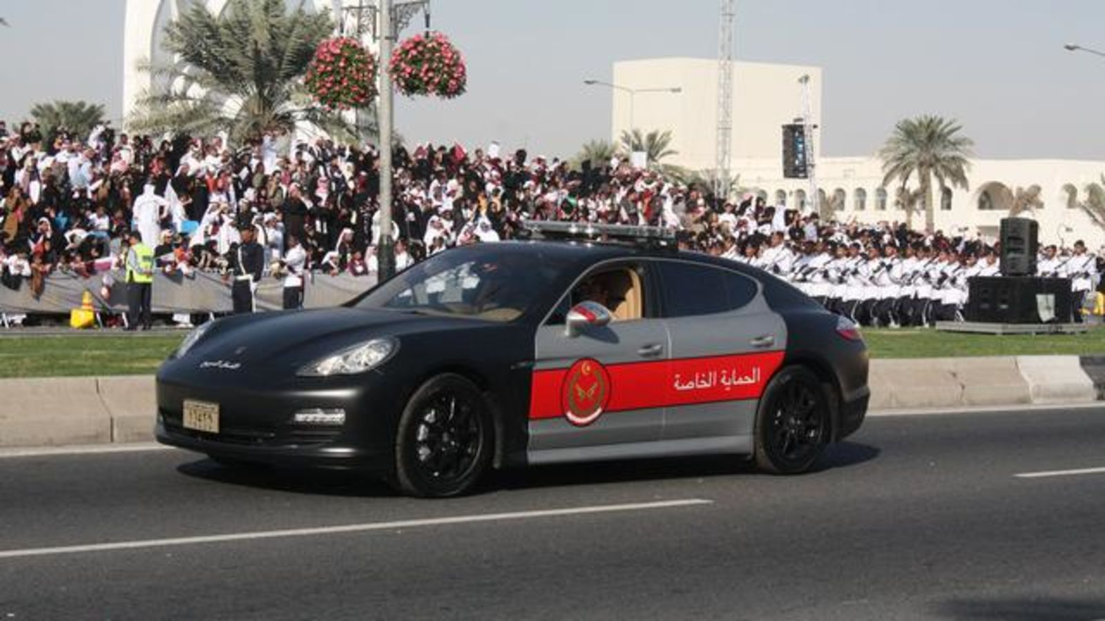 Qatar-Porsche-Panamera-police-car