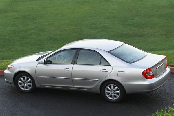 toyota-camry-2004-side