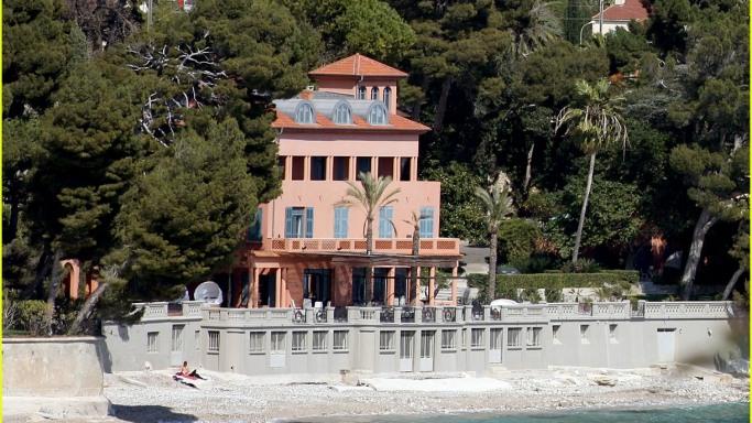 Bono's-mansion-in-France
