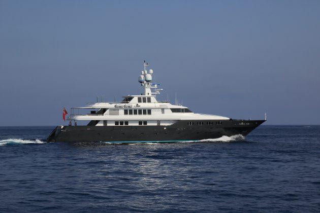 Bono's-yacht-cyan