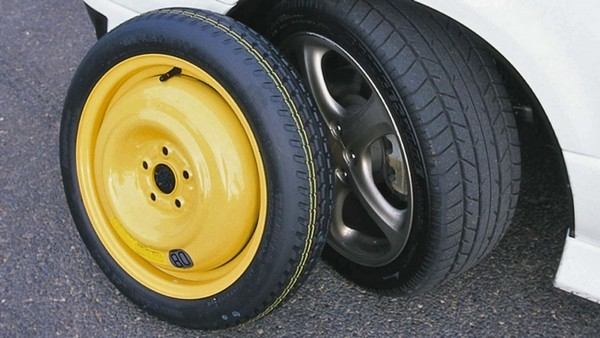 spare-tyre-in-comparison-with-regular-tyre