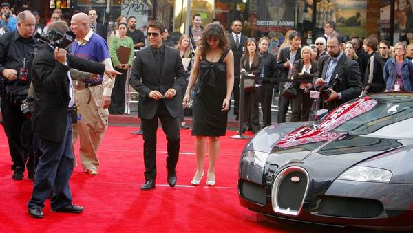 Tom-Cruise-and-wife-at-an-event
