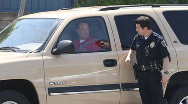 tom-hanks-talking-with-a-police-officer
