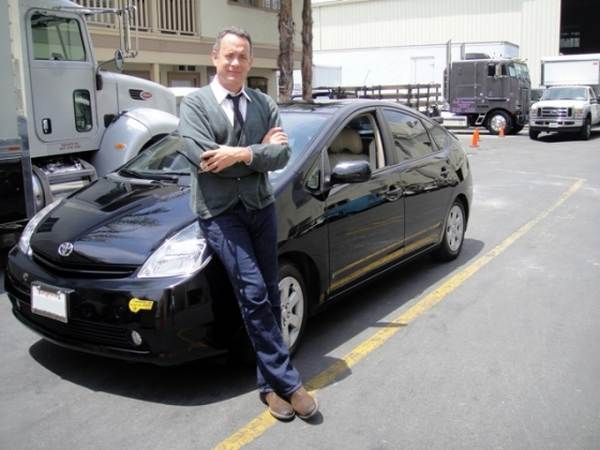 tom-hanks-posing-with-his-car
