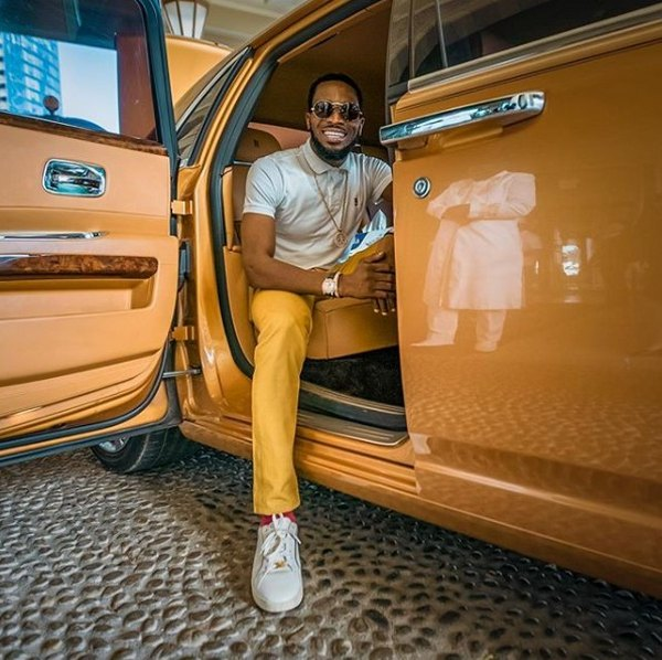 d'banj-in-his-orange-car