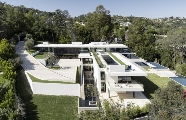 side-view-of-jay-z-and-beyonce-house