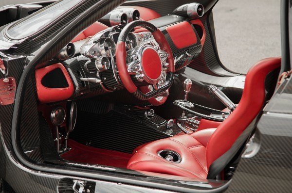 image-of-pagani-huayra-interior