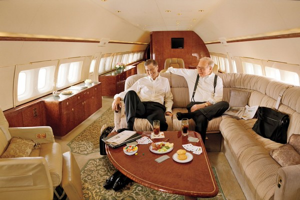 warren-buffett-and-bill-gates-in-a-private-jet