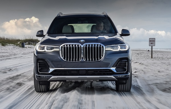 Front-view-of-2019-BMW-X7-SUV