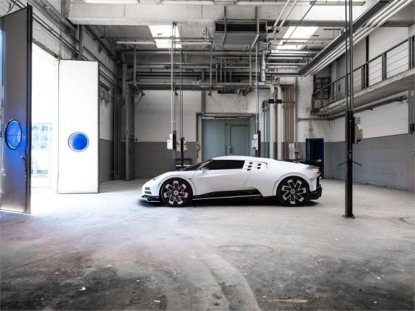 image-of-bugatti-eb110-hommage-