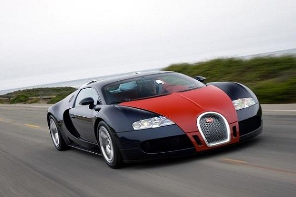 Bugatti-Veyron-in-motion