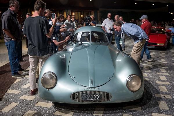 Attendees-inspecting-Porsche-type-64