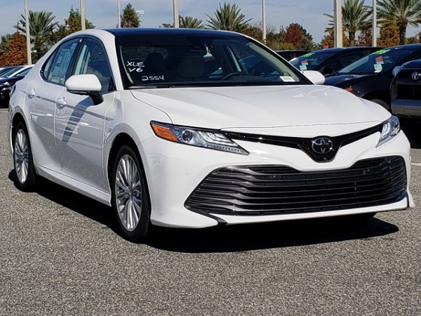 2019-Toyota-Camry-XLE