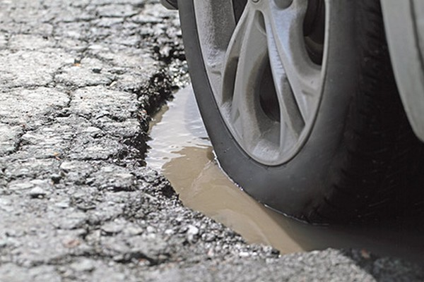 car-wheel-through-potholes