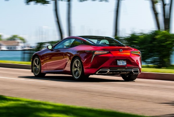 2019-Lexus-LC500-luxury-sports-coupe-in-motion